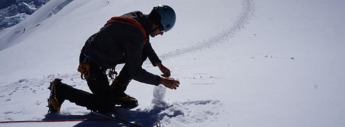 Collecting snow samples to quantify light absorbing particles